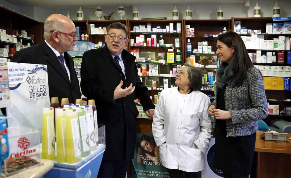 El presidente Ximo Puig y la consejera de Sanidad Carmen Montón en una farmacia de Valencia.
