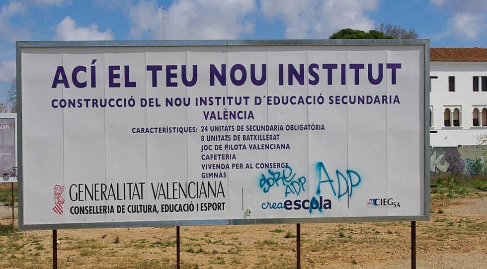 Cartel que anunciaba la construcción de un instituto en Valencia.