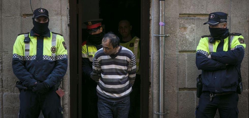 Uno de los detenido en la operación antidroga.