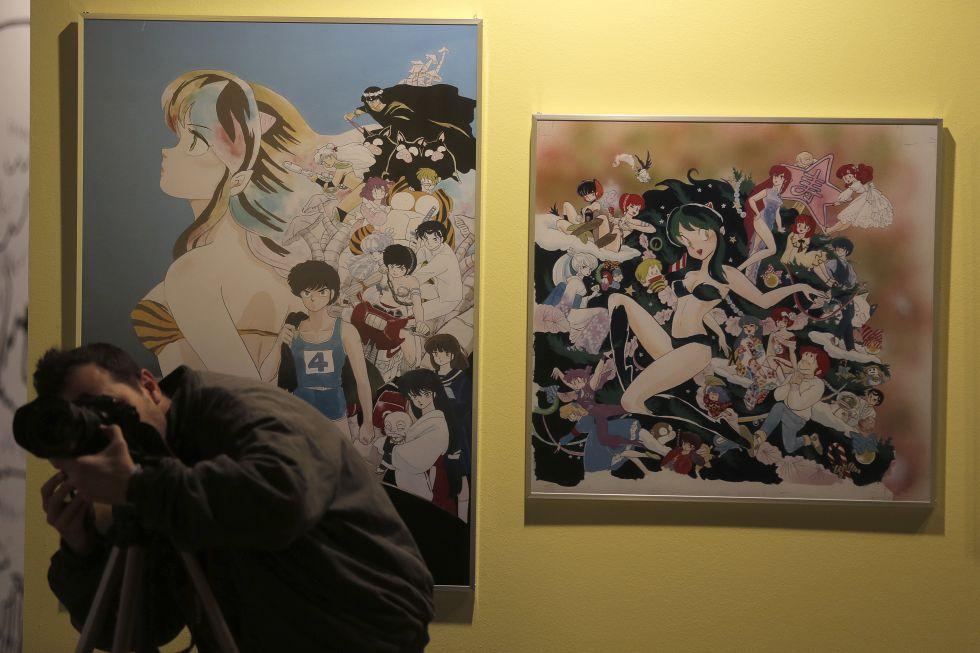 Ilustraciones de la exposición Un planeta enloquecido en Matadero sobre dibujos y arte manga japonés.