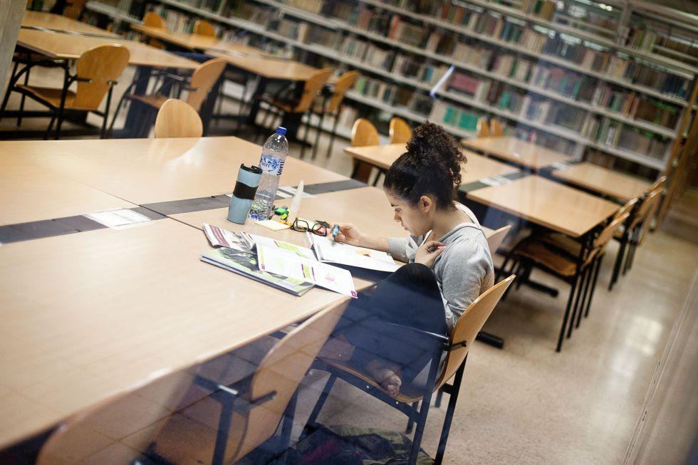 El fin del plazo para presentar tesis satura los tribunales universitarios