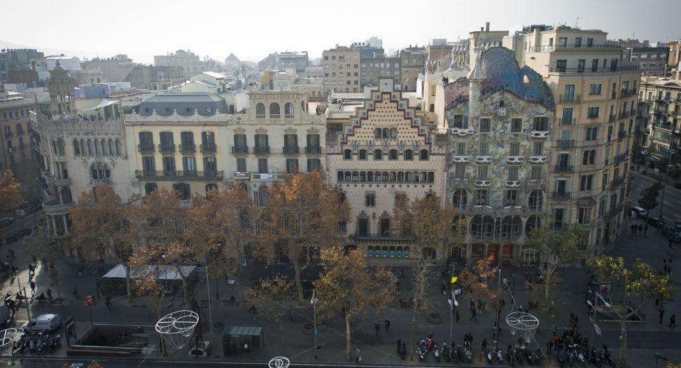 La casas Lleó i Morera, Mulleras, Bonet, Amatller y Batlló, de izquierda a derecha, que conforman la Manzana de la Discordia.