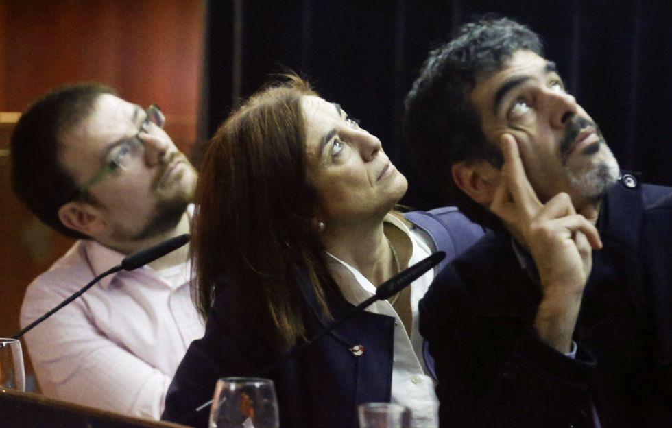 El alcalde de San Sebastián, Eneko Goia, junto a la consejera de Cultura, Cristina Uriarte y un responsable de San Sebastián 2016, Xabier Paya.