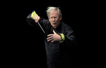 El director Gardiner durante uno de sus conciertos.