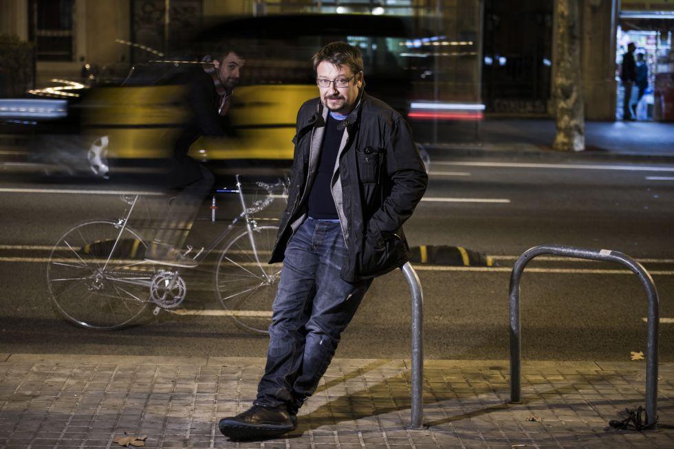Xavier Domènech, portavioz de En Comú Podem, ayer en la calle Urgell de Barcelona.