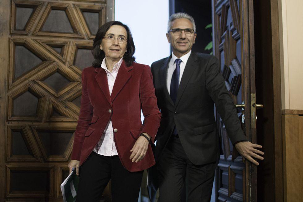 La consejera de Cultura, Rosa Aguilar, junto al portavoz del Gobierno, Miguel Ángel Vázquez