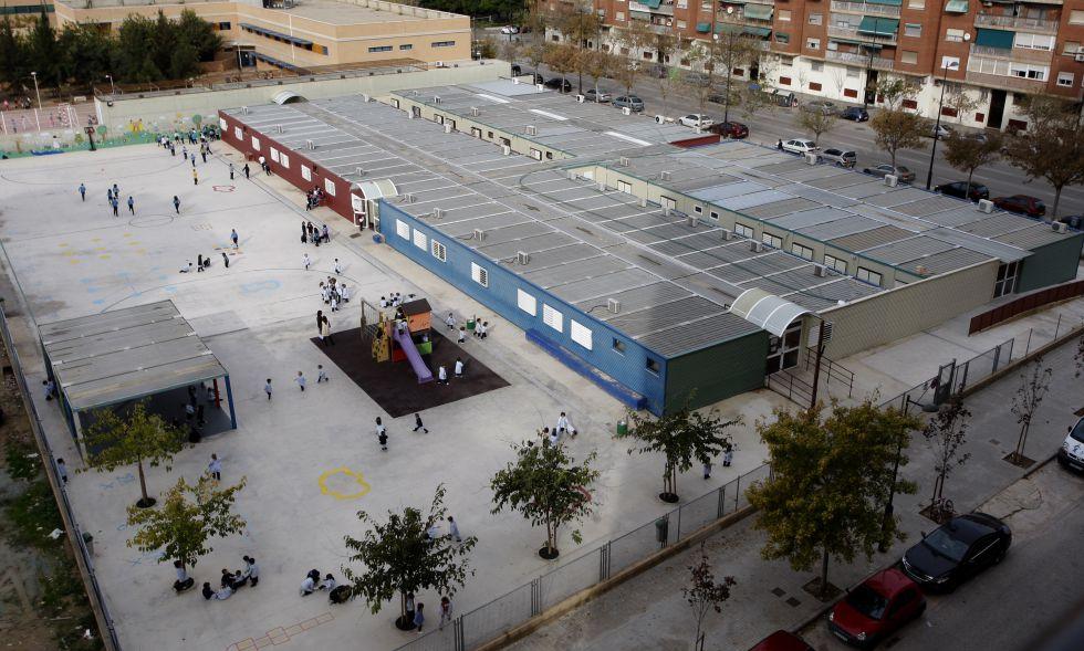 El colegio 103 de Valencia, montado íntegramente con barracones.