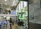 La Generalitat salda parte de su deuda con las farmacias catalanas