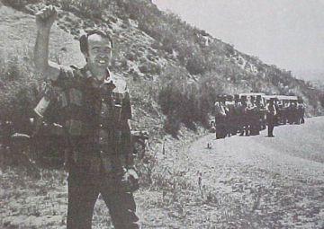 Paco Casero tras la ocupación de una finca en Cádiz bajo la vigilancia de la Guardia Civil.