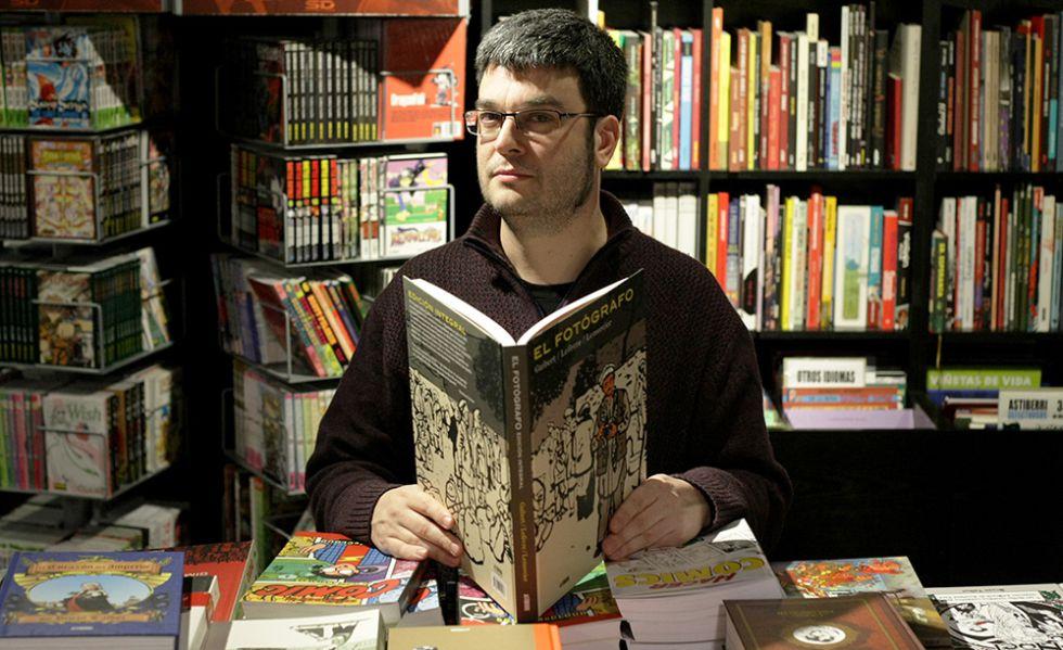 Fernando Tarancón en su longeva librería
