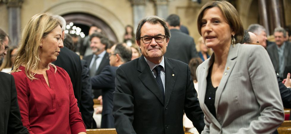 Neus Munté (i), Artur Mas (c) y Carme Forcadell (d) en el Parlament.