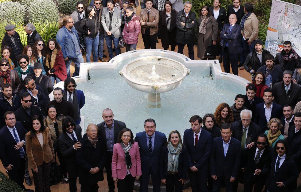 Foto de familia de la 19º edición de la Bienal de Flamenco de Sevilla.
