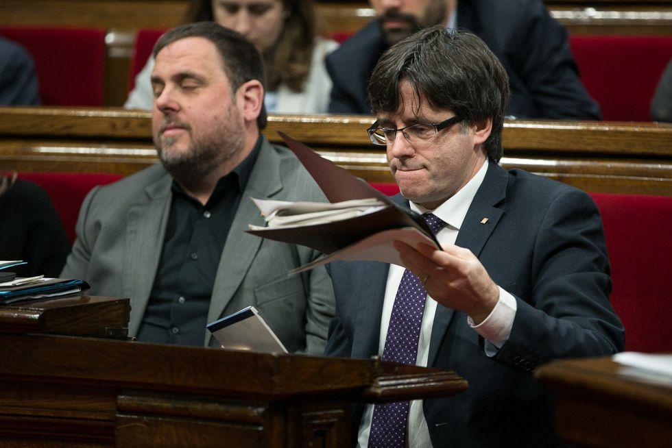 Junqueras y Puigdemont, en el último pleno.