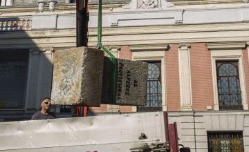 Retirada del monolito al Alférez Provisional el pasado martes.