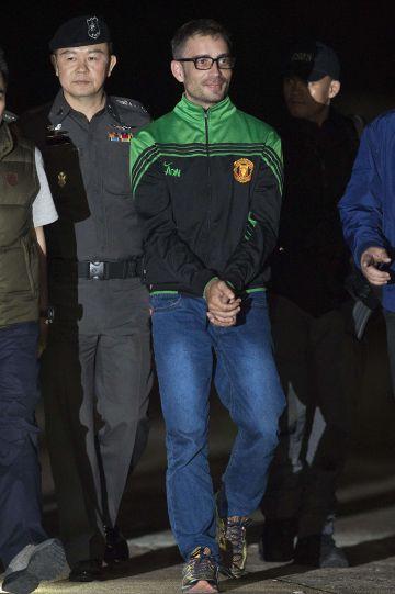 Artur Segarra llega a Bangkok tras su detención en Camboya.