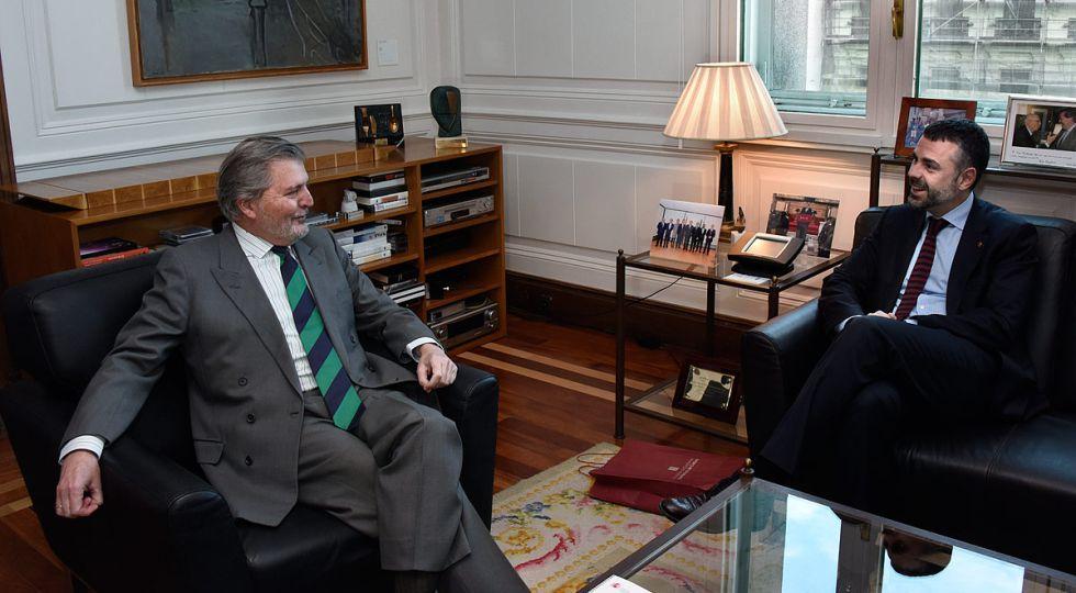 Méndez Vigo y Santi Vila, durante la entrevista en la sede del Ministerio.