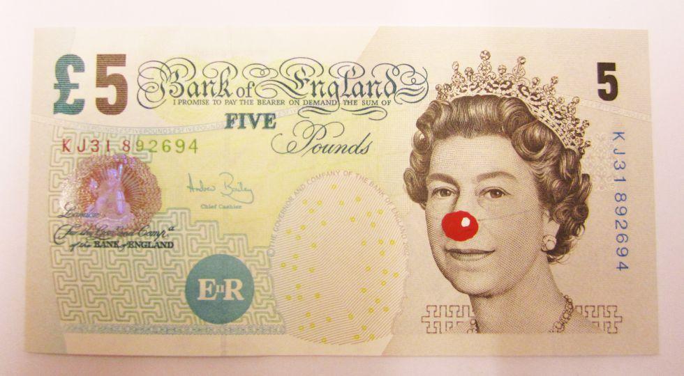 'Billete de 5 'pounds' con nariz roja', de Hans-Peter Feldmann (2012), que se verá en el Macba durante la exposición del punk.