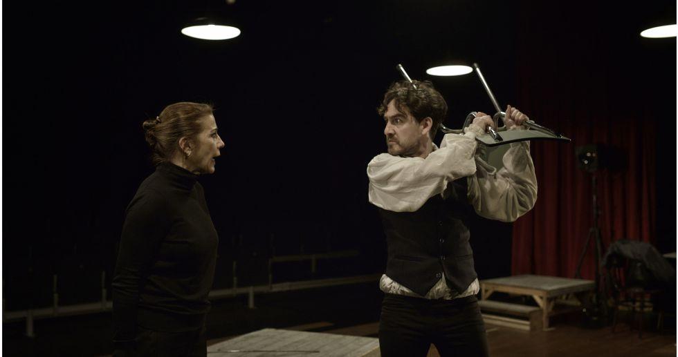 Emma Vilarasau y Francesc Ferrer, durante un momento de la obra.
