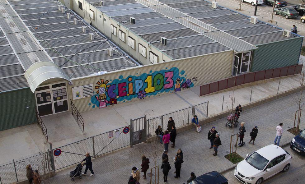 Los barracones del colegio 103, en Valencia.