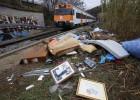 Cruce de acusaciones por la basura en las vías del tren