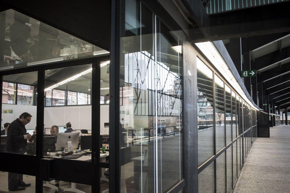 Las salas de trabajo del Canódromo, vistas desde el exterior, en el acceso a las gradas.