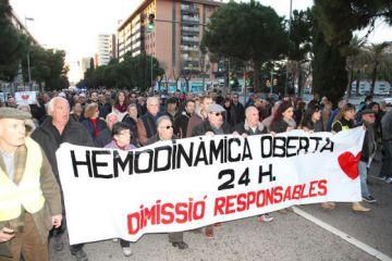 Unas 700 personas protestan en Tarragona por el horario de hemodinámica en 2015.