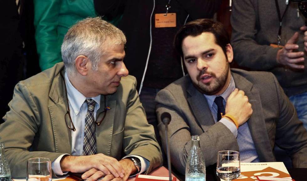 Fernando de Páramo (d) y Carlos Carrizosa, de Ciudadanos, en una reunión del Parlament.