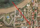 Un kitesurfista resulta herido tras sobrevolar un edificio en Alicante