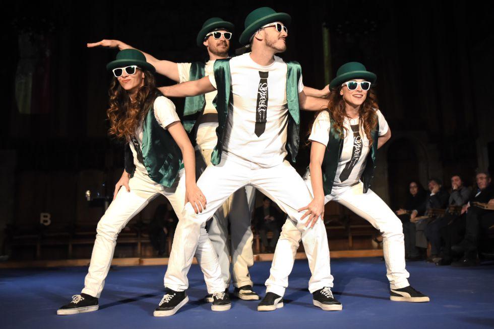 El grupo Brodas Bros en su actuación en la entrega de los premios Ciutat de Barcelona.