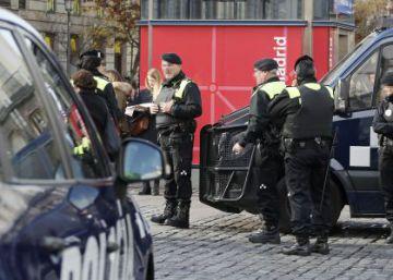 El edil de Seguridad de Madrid se refugia en un bar acosado por una manifestación de policías