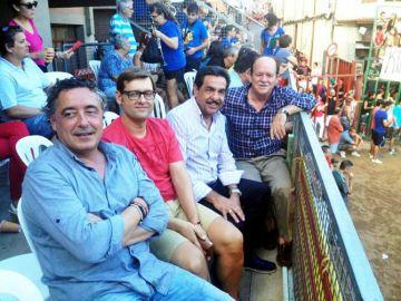 Francisco Martínez, con camisa clara, y el alcalde de Borriol en un festejo tras la reunión de la que informó en su día la Diputación.