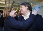 La presidenta del PP valenciano Isabel Bonig felicita a Luis Santamaría.