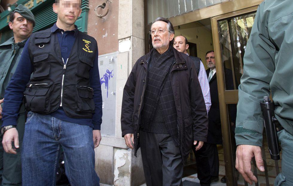 Alfonso Grau a la salida del registro de su domicilio.