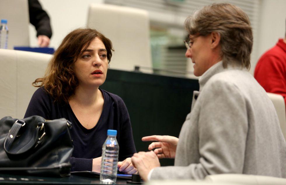 Celia Mayer (izquierda), ayer con la primera teniente de alcalde, Marta Higueras.