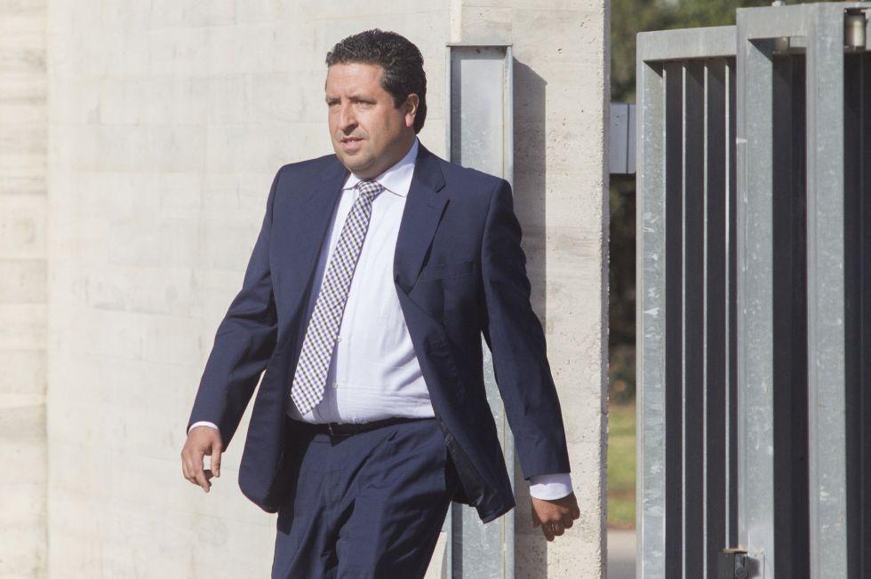 El presidente de la Diputación y del PP de Castellón, Javier Moliner, a su llegada a la Ciudad de la Justicia.