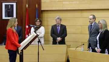 Patricia Arenas en el momento que toma posesión de su acta de concejal en Las Rozas.