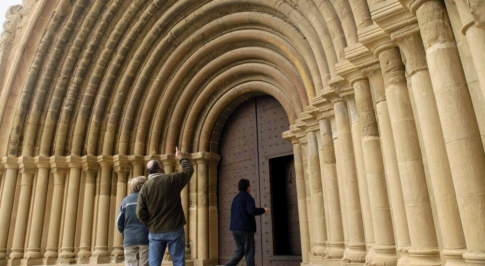 Portada del monasterio de Santa Maria de Sijena, en Huesca.