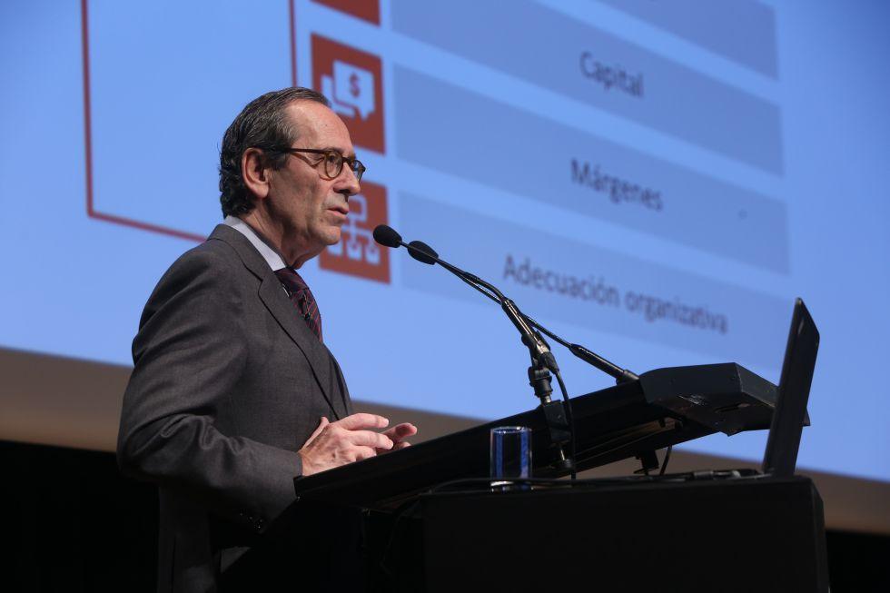 Gregorio Villalabeitia, presidente de Kutxabank durante su intervención en la convención de directivos para explicar los resultados de la entidad en 2015.