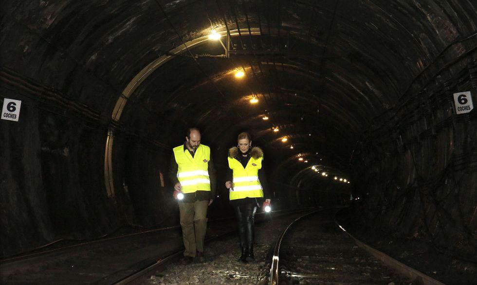 Cristina Cifuentes y el consejero de Transportes, Pedro Rollán, visitaron el túnel de la línea 1 de metro el pasado 12 de febrero para anunciar su cierre.