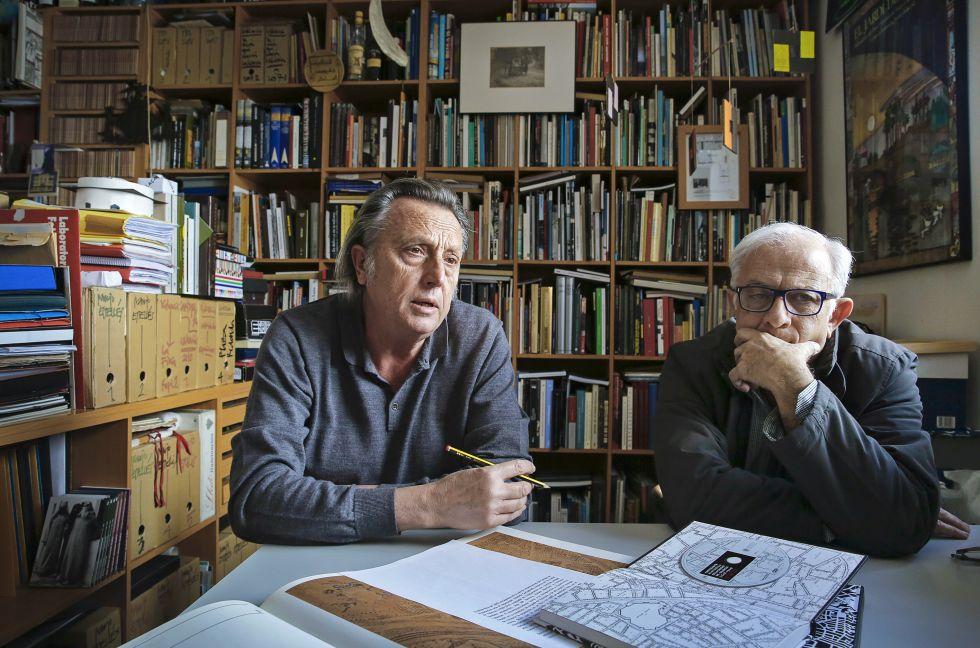Los arquitectos Tito Llopis (izda) y Luis Perdigón, autores del libro.