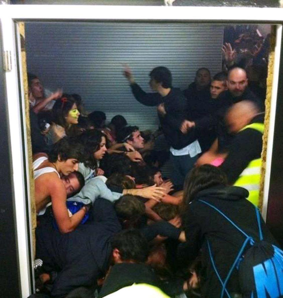Fotografía publicada en Twitter del momento de la avalancha en el vomitorio del Madrid Arena.