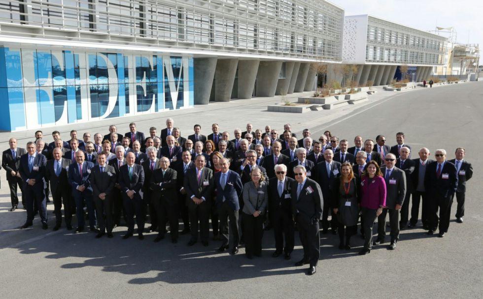 Los empresarios miembros de AVE, ante la Marina de Empresas.