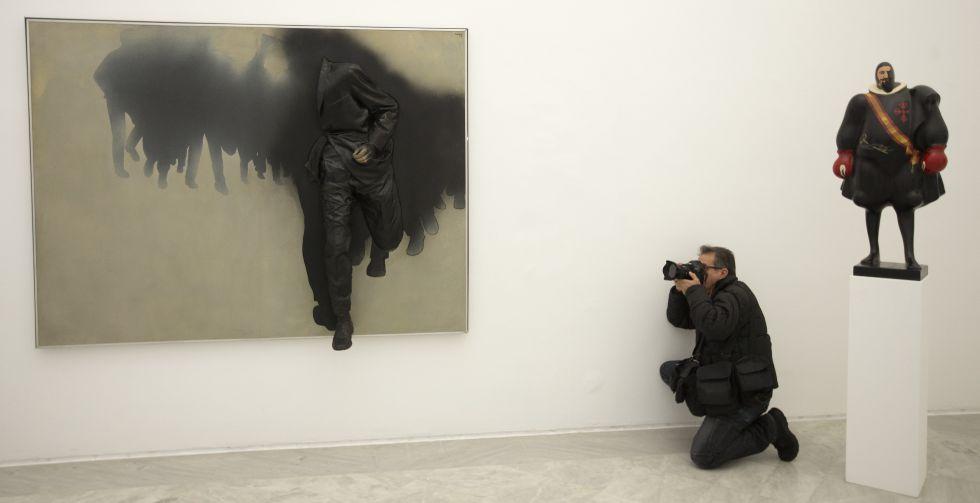 Dos de las obras expuestas en la exposición '1957-1975'.