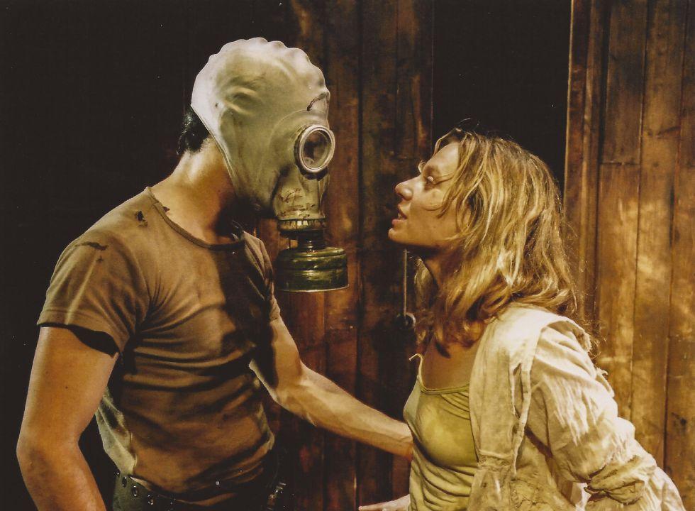 Detalle de 'Lluny', de Caryl Churchill, interpretada por Rosa Boladeras y Oriol Vila en 2002.