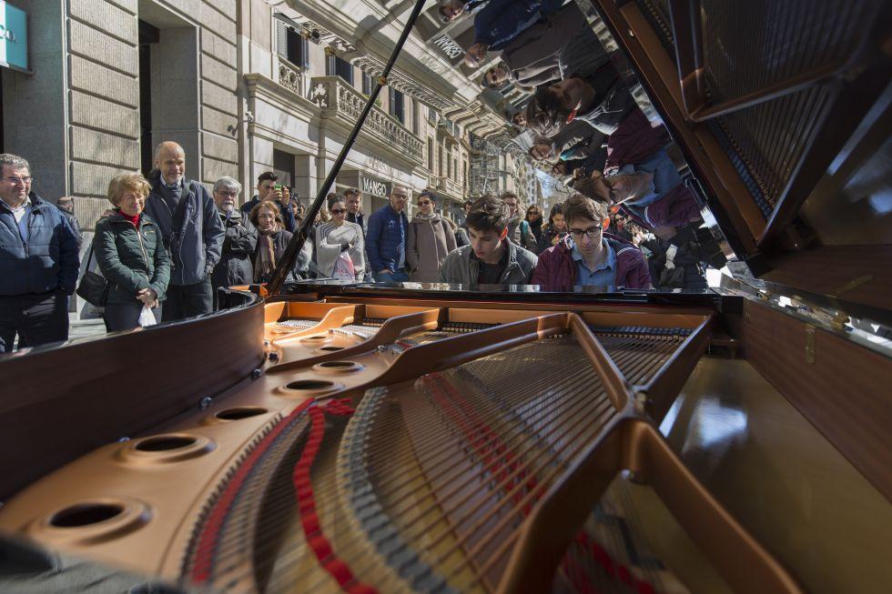 Uno de los pianos del Maria Canals en Paseo de Gràcia.