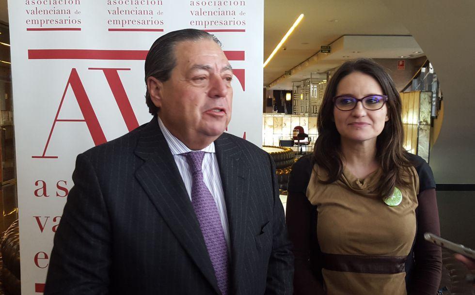 El presidente de AVE, Vicente Boluda, y la vicepresidenta del Consell Mònica Oltra.