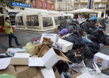 Los trabajadores mantienen la huelga de recogida de basuras en Málaga