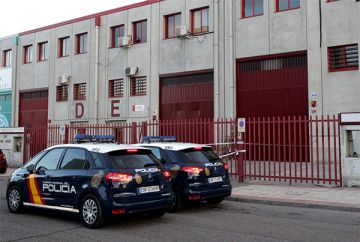 Empresa ecuatoriana OGC custodiada por la policía en Villaverde.