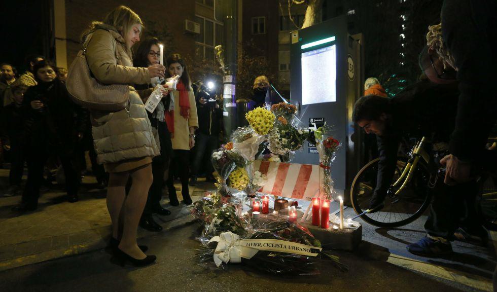 Homenaje al ciclista atropellado en la calle Alberto Alcocer.