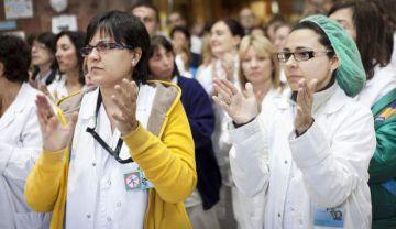Protesta de sanitarios de la 'marea blanca' en un hospital de Cataluña.
